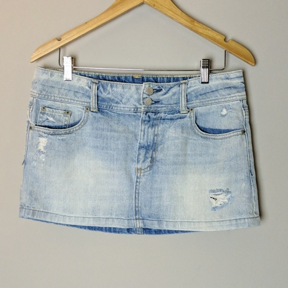 American Eagle Outfitters Dresses & Skirts - American Eagle Distressed Denim Skirt sz 8